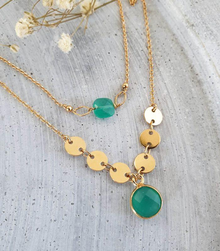 accumulation de colliers dorés et vert mini égypte or et serti o